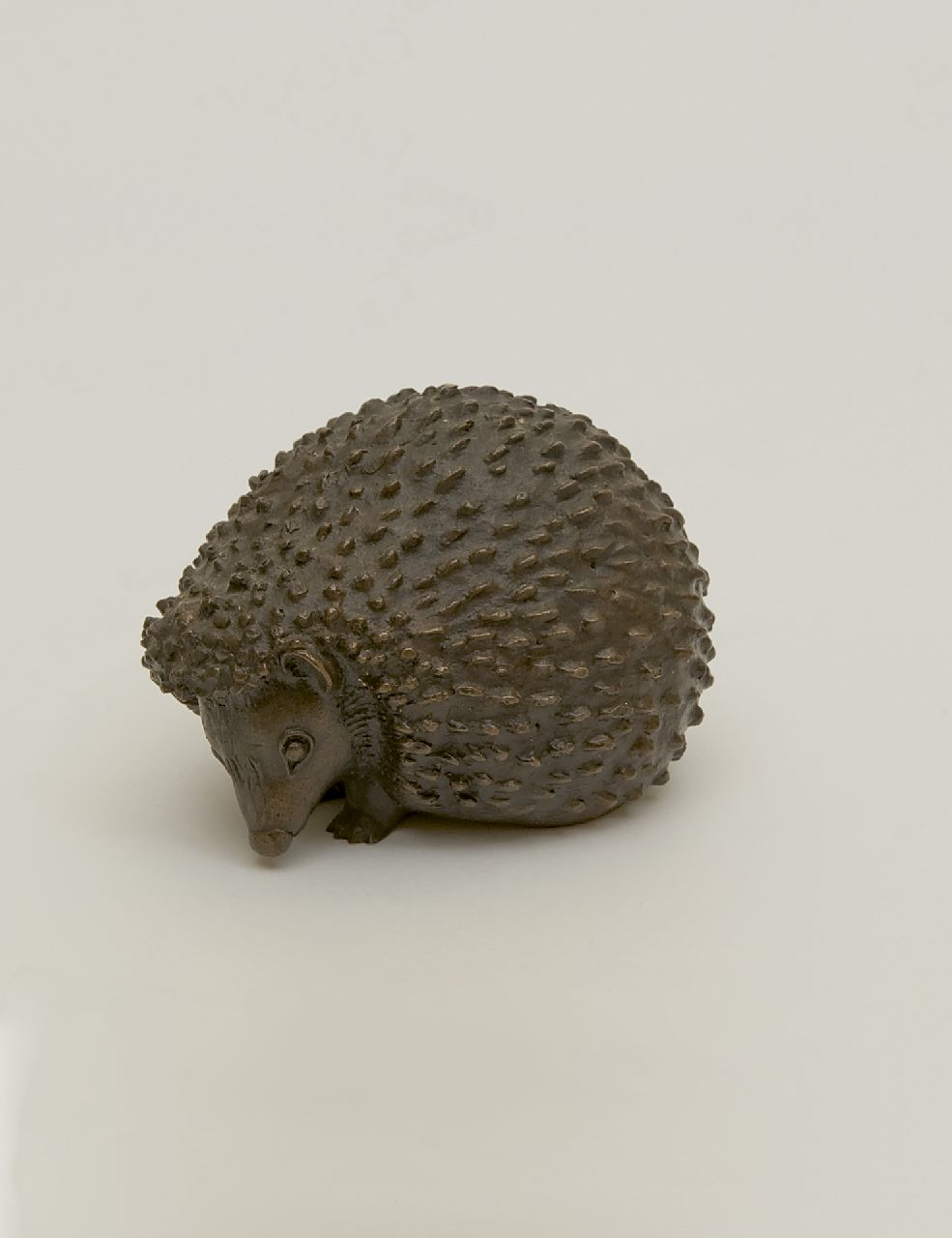 Luise Scherf | Hedgehog, bronze, 7.2 x 9.7 cm, signed on bottom and manufactured circa 1950