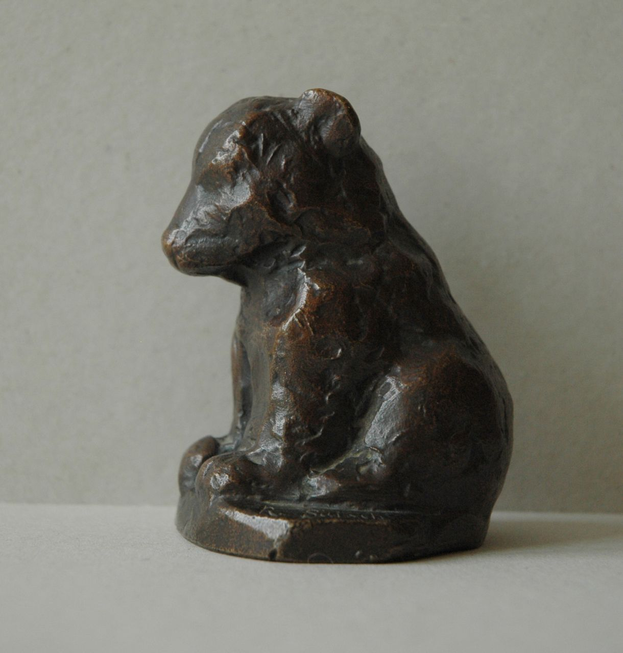 Baisch R.C.  | Rudolf Christian Baisch, A sitting bear cub, bronze with a brown patina 9.6 x 7.4 cm, signed on base and executed 1953