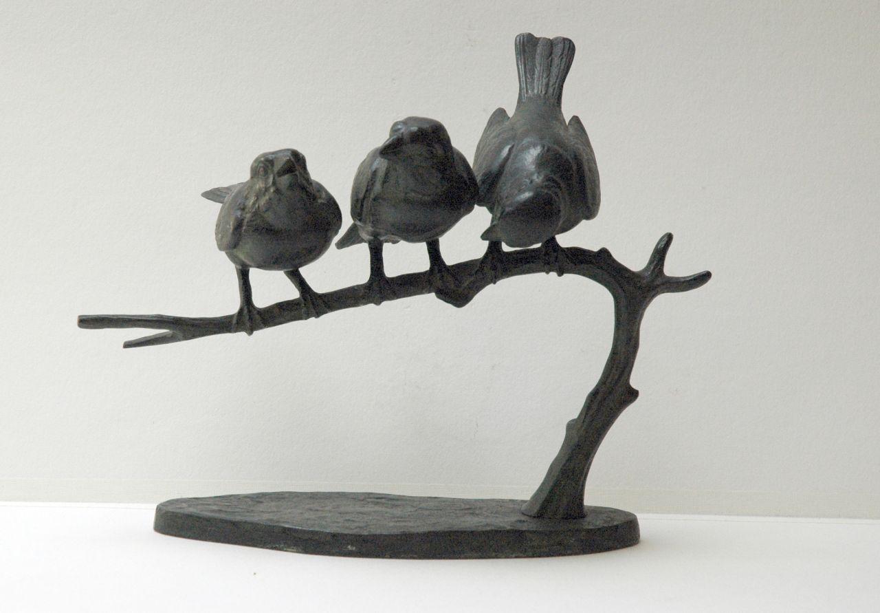 Wilhelm Carl Robra | Three sparrows on a branch, bronze, 19.1 x 23.8 cm, signed on bronze base