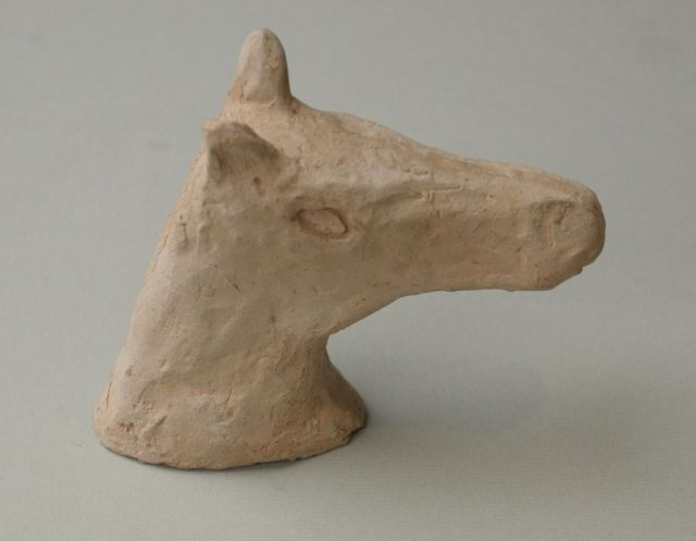 Prinses Beatrix van Oranje Nassau | A horse head, clay, 9.5 cm, dated '48