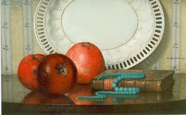 Jan Bogaerts | Still life with apples, oil on canvas, 25.5 x 40.3 cm, signed l.r. and dated 1921
