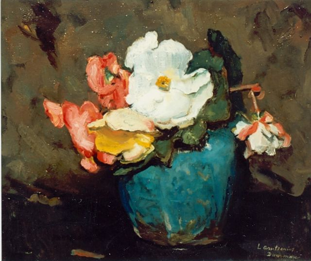 Liekie Arntzenius | Flowers in a ginger jar, oil on canvas, 31.5 x 38.5 cm, signed l.r.