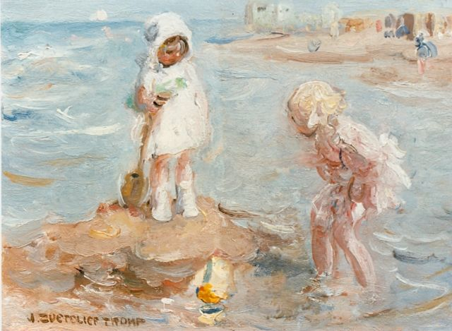 Jan Zoetelief Tromp | Children playing on the beach, oil on canvas, 19.0 x 26.5 cm, signed l.l.
