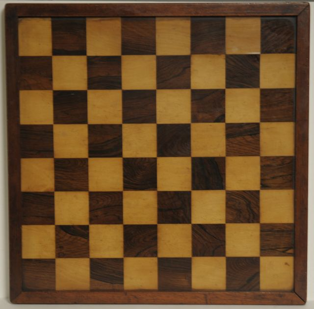 Schaakbord | A rosewood and boxwood veneered chess board, rosewood and boxwood, 50.5 x 50.5 cm, executed in the late 19th century