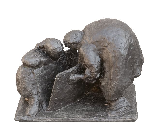 Hund C.  | Looking at pictures, bronze 21.0 x 29.0 cm, signed under the base and dated 1956 under the base