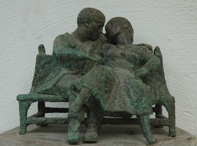 Pieter Starreveld | Lovers on a small sofa, bronze, 24.5 x 27.5 cm