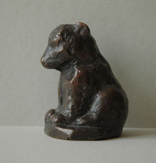 Rudolf Christian Baisch | A sitting bear cub, bronze with a brown patina, 9.6 x 7.4 cm, signed on base and executed 1953