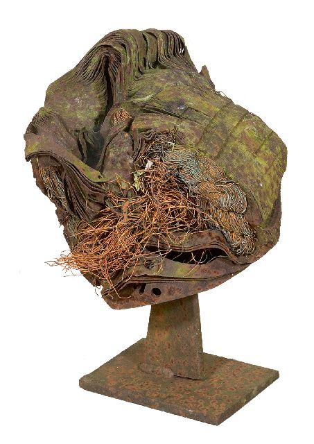 Theo Niermeijer | Bird, iron, synthetic material, rope, 27.4 x 21.0 cm