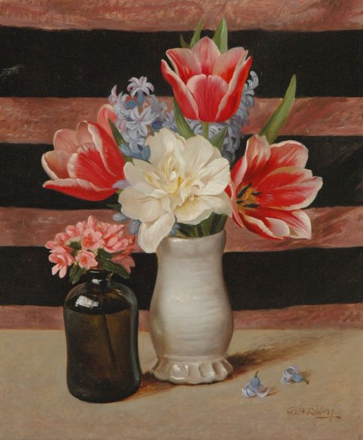 Gé Röling | A still life with tulips and hyacinth, oil on board, 45.6 x 37.7 cm, signed l.r.