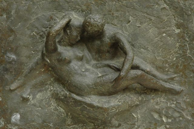 Pieter Starreveld | Couple in love, bronze, 28.2 x 43.0 cm, signed with stamp of monogram left of the center