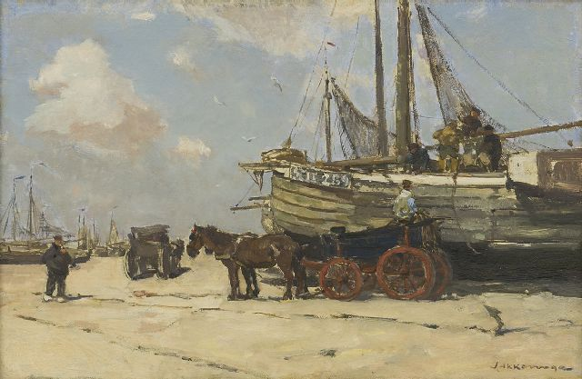 Akkeringa J.E.H.  | Unloading the 'bomschuiten' on the Scheveningen beach, oil on panel 26.6 x 40.1 cm, signed l.r. and painted ca. 1901