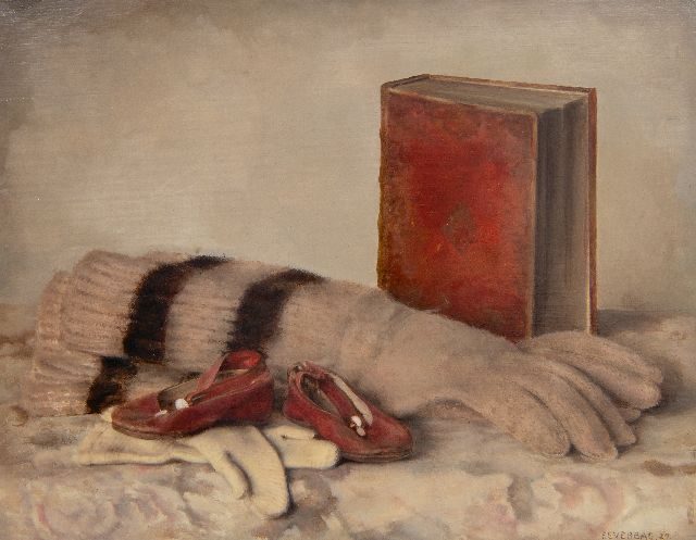 Everbag F.  | Still life with gloves, a book and children's shoes, oil on panel, 21.0 x 26.9 cm, signed l.r. and dated '27