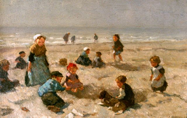 Johannes Evert Hendrik Akkeringa | Children playing at the beach, oil on panel, 18.0 x 26.8 cm, signed l.r.