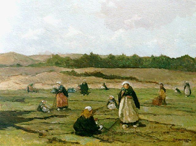 Johannes Evert Hendrik Akkeringa | Mending the nets in the dunes, oil on canvas, 40.3 x 50.4 cm, signed l.r.