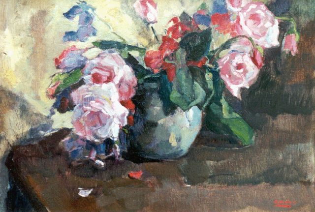Cor Noltee | A still life with pink roses in a green jar, oil on canvas, 34.8 x 50.0 cm, signed signed l.r.