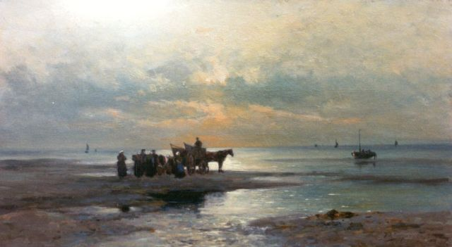 Piet Schipperus | Gathering kelp at sunset, 32.0 x 57.7 cm, signed l.r. and on the reverse and dated 1919