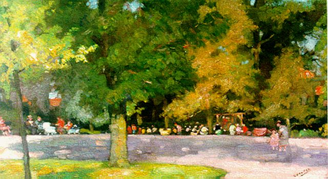 Cor Noltee | Strollers in a park, oil on canvas, 30.2 x 50.2 cm, signed l.r.