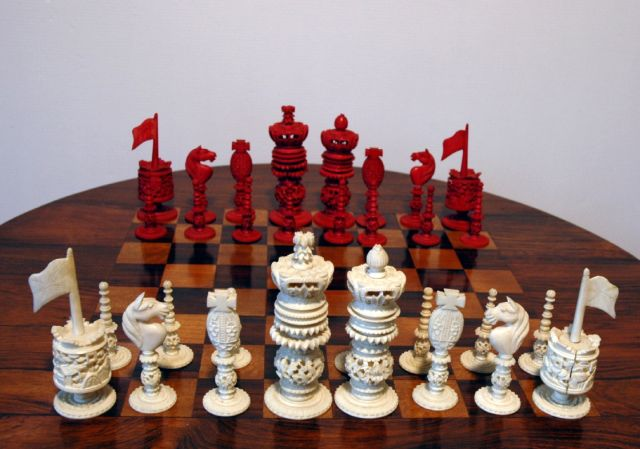 Schaakset   | A 'Burmese' pattern ivory chess set, ivory 10.0 x 5.0 cm, executed circa 1830